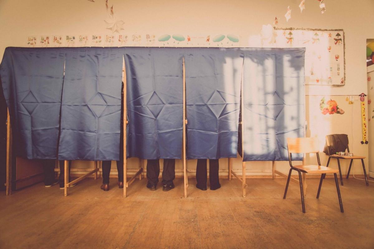 https://www.shutterstock.com/image-photo/people-vote-voting-booth-polling-station-536466367?src=1caDp6smvnpnTxCSVmxSjw-1-61